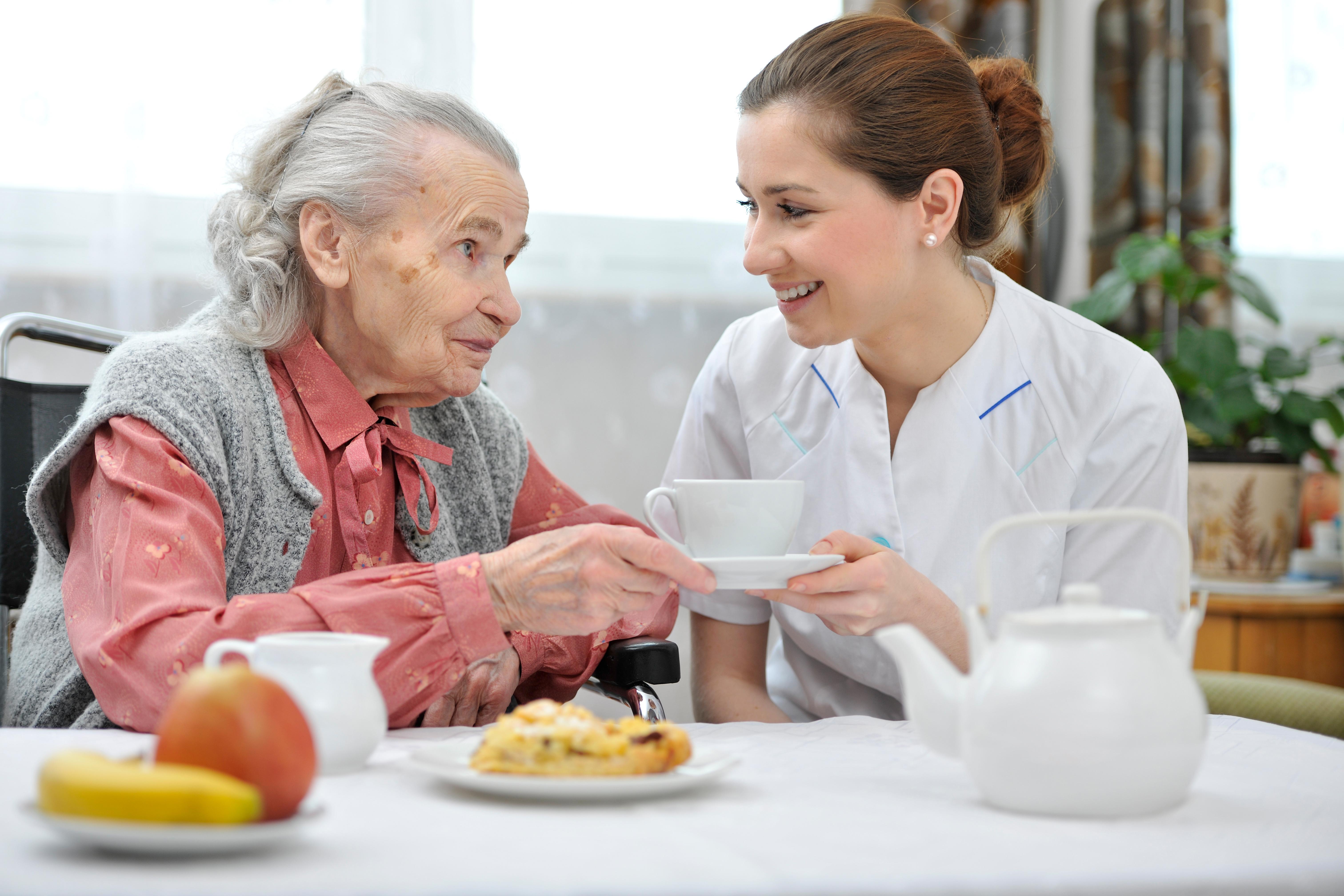 Comment favoriser le maintien à domicile des personnes âgées